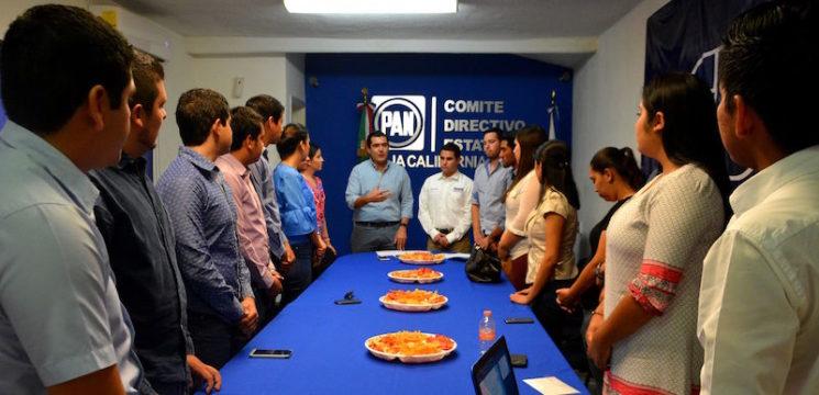 Rinden protesta los nuevos integrantes de Acción Juvenil del PAN.