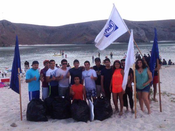 Realizan jóvenes del PAN limpiezas de playas para difundir cultura ecológica.
