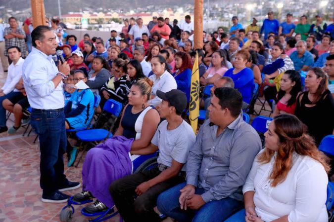 Arturo De la Rosa sigue sumando simpatías en torno a su campaña