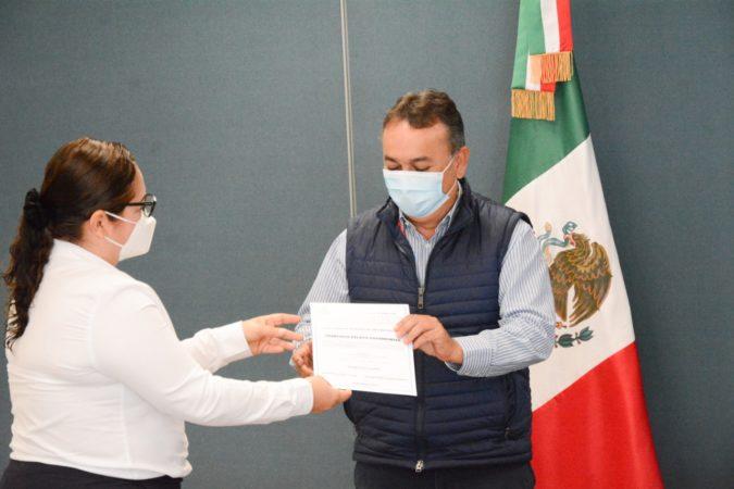 Recibió Francisco Pelayo constancia de registro como precandidato