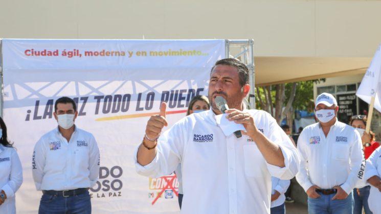 Compromete Ricardo Barroso, pavimentación, bacheo, semáforos inteligentes y ciclovías para movilidad de La Paz